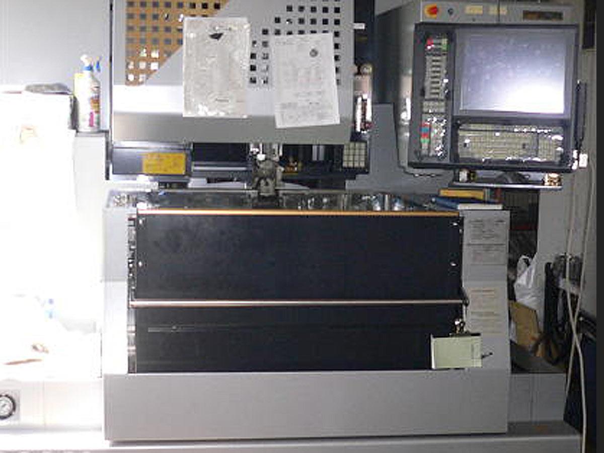 ワイヤー放電機AQ360L